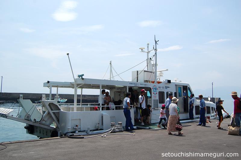 粟島行き高速船「あしま」