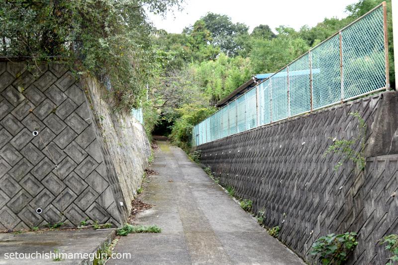 粟島 城山への登山口