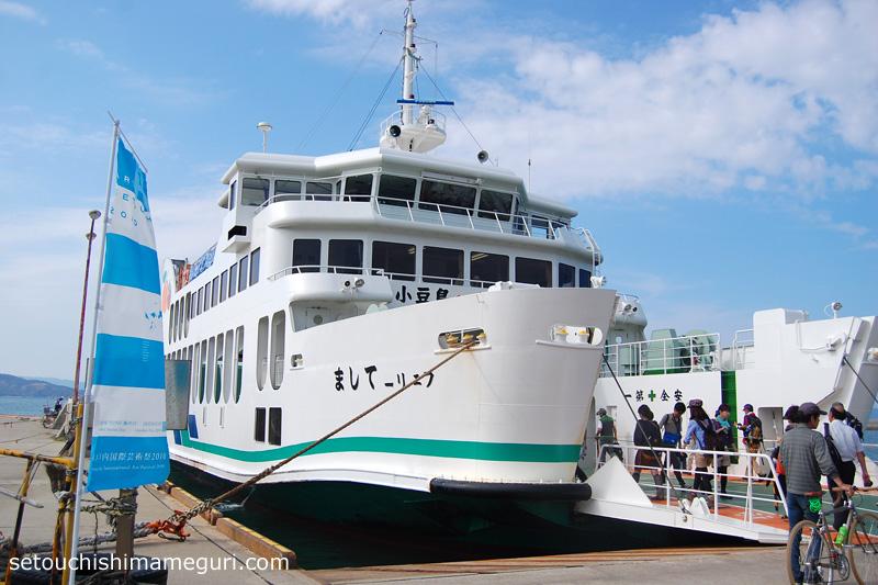 宇野~豊島~小豆島を結ぶ「フェリーてしま」
