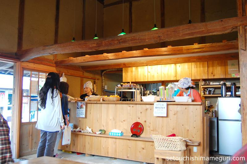 小豆島 こまめ食堂 店内