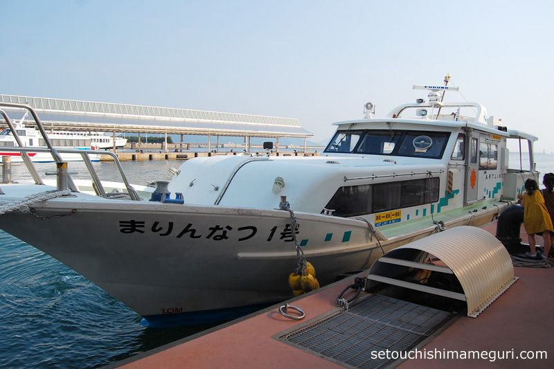 豊島行き高速船「まりんなつ1号」