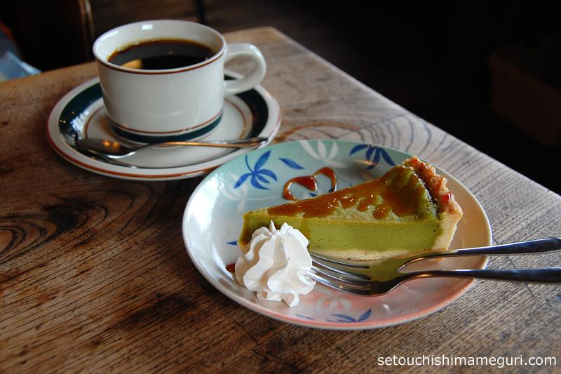 cafe salon 中奥(カフェサロン中奥) コーヒー「フルシティーローストブレンド」と抹茶のチーズケーキ