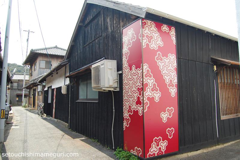 本村の町の中にあるアート