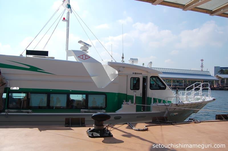 高松-直島の高速旅客船