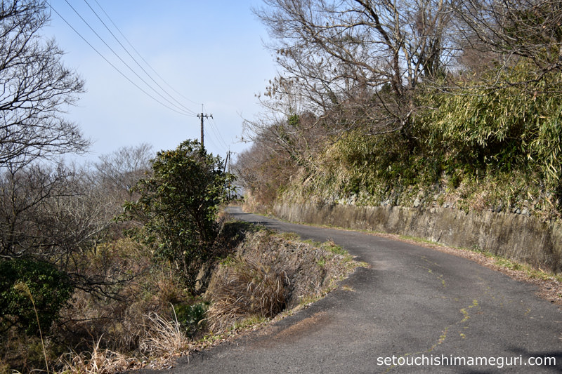 男木島 灯台への道