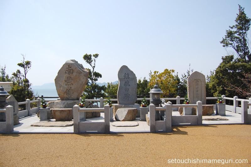 大島 納骨堂の隣にある石碑