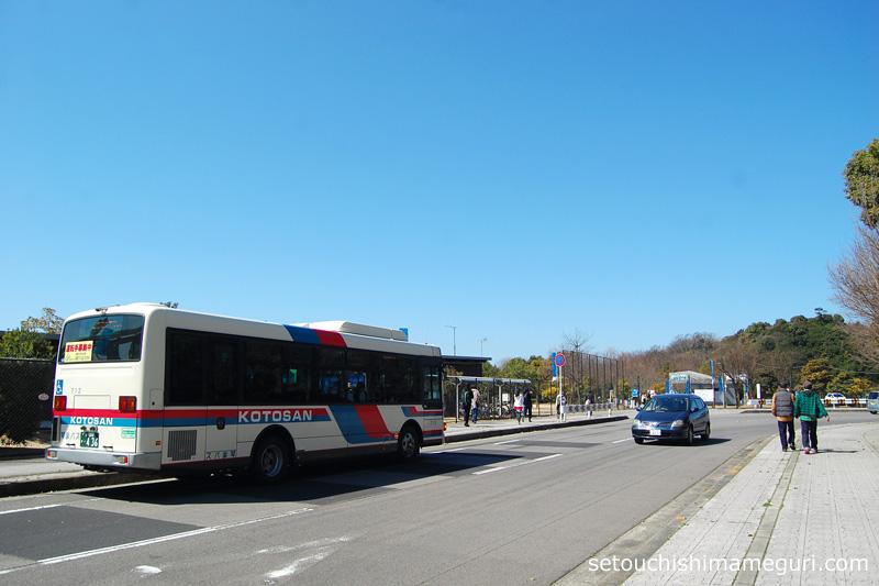沙弥島 瀬戸内国際芸術祭期間中のシャトルバス