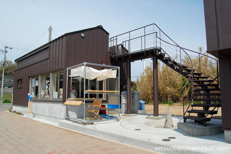 沙弥島 【沙弥島・西ノ浜の家】藤山哲朗+冨井一級建築設計事務所