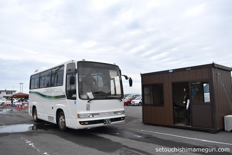 瀬戸内国際芸術祭 須田港の無料駐車場のシャトルバス