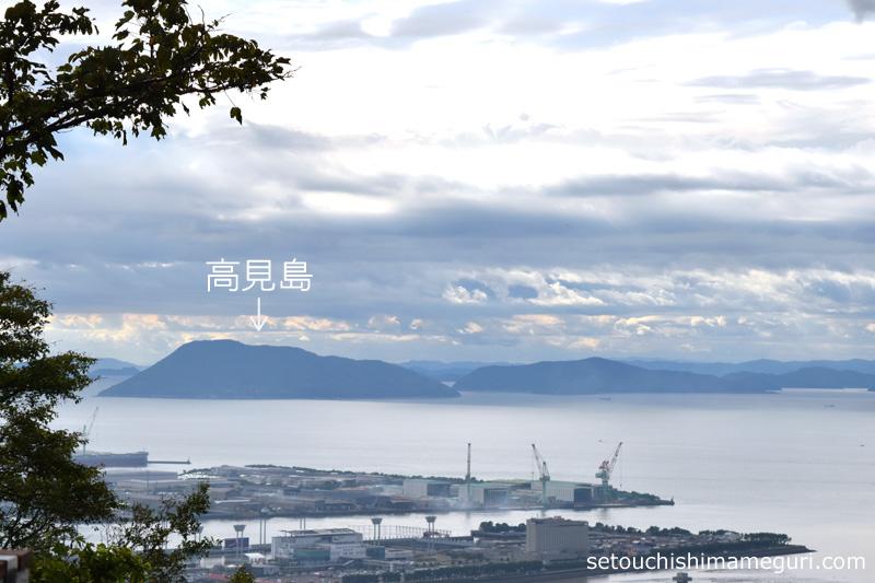 青の山から望む高見島